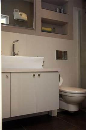 שילוב נישות בחדר אמבטיה- דלית ונגרובסקי עיצוב פנים וסטיילינג