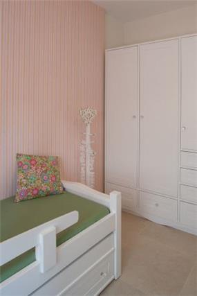 קיר טפט גדול בחדר ילדים, עיצוב דלית ונגרובסקי