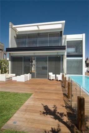 חצר בית פרטי בתכנון אדריכל גל מרום