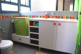 אמבטיית ילדים שובבה צבעונית