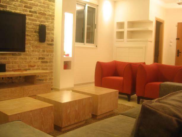 סלון ביתי חם, קיר לבנים,