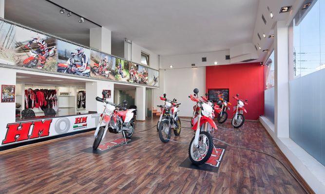 חנות לאביזרי אופנועים בעיצוב צעיר של פוירשטיין אדריכלות פנים