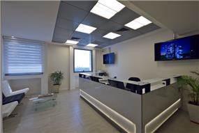 משרד בסגנון מודרני בעיצוב פוירשטיין אדריכלות פנים