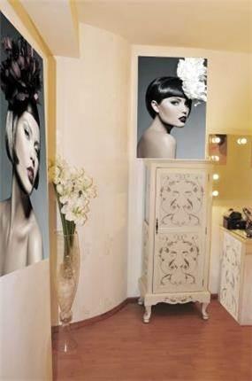 סטודיו לאיפור 'רויטל פרנקו'מעוצב בסגנון רומנטי, נשי ורך.