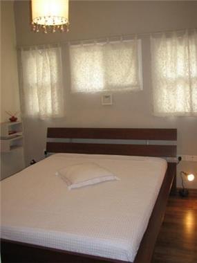 חדר שינה מינימליסטי, נעים, אוירה חמה,