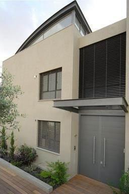 חזית בית פרטי בסגנון מודרני,