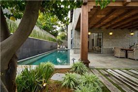 חצר מעוצבת, וויט אדריכלים