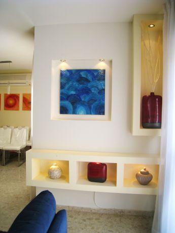 עיצוב נישה אלגנטית לסלון בעיצוב ותכנון של מגי סולומון