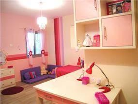 חדר ילדה על טהרת הורוד בתכנון של מגי סולומון