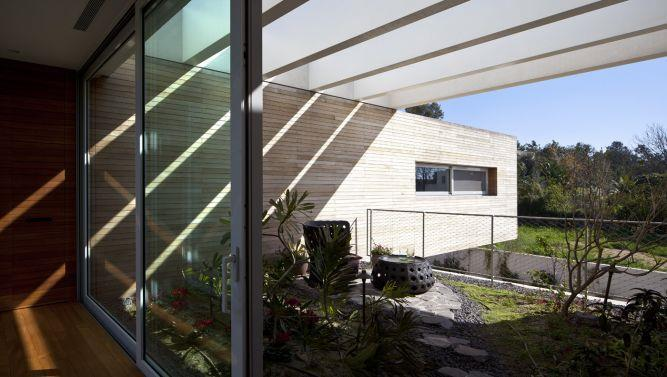 Plus / Minus house