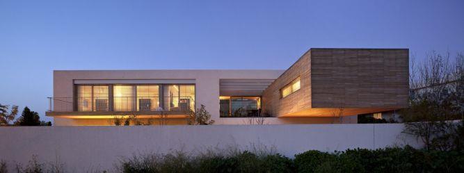 חזית בית מודרני בתכנון האדריכל יואב אנדרמן