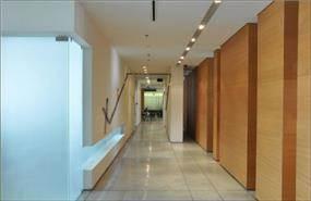 פרוזדור במשרדי קבוצת מילצ'ן, תכנון אנדרמן אדריכלים