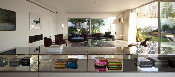 סלון בתכנון האדריכל יואב אנדרמן