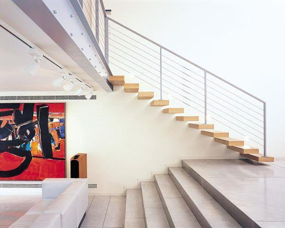 מדרגות מרחפות , בתכנון אדריכל יואב אנדרמן