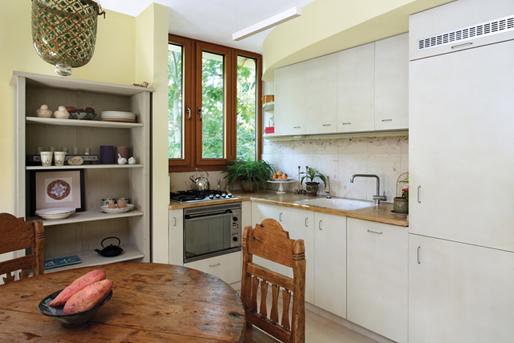 תכנון מטבח עם בחירת חומרים הרמוניים לסקטור הקיים בבית