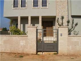 חזית כניסה לבית
