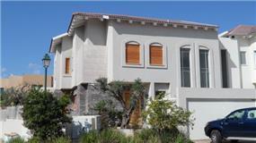 חזית בית בסגנון כפרי בתכנון האדריכל דרור נח