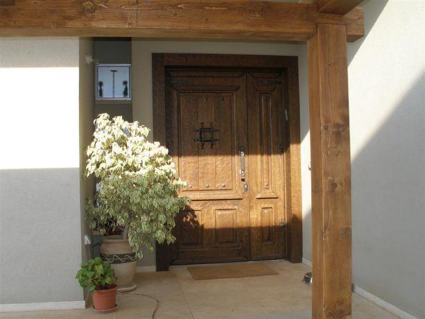 דלת הכניסה לבית