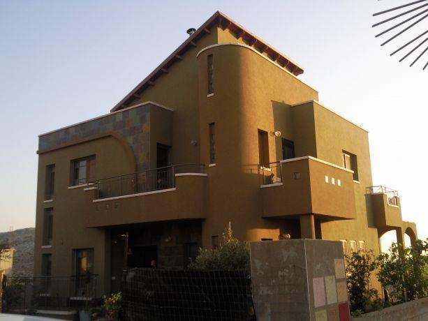 חזית בית פרטי, קומפוזיציה של צורות שיוצרת מבנה מעניין