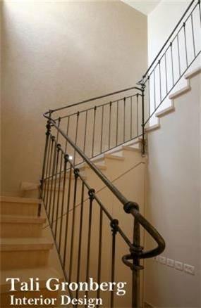 עיצוב חלל מדרגות,מעקה ברזל.