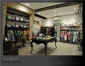 חנות הדגל של רשת החנויות Free Move, אבן גבירול, תל אביב. חלל פנים, שולחן תצוגה מרכזי המייצר ציר תנועה מתוכנן בחנות. עוצב על ידי סטודיו ארטישוק.