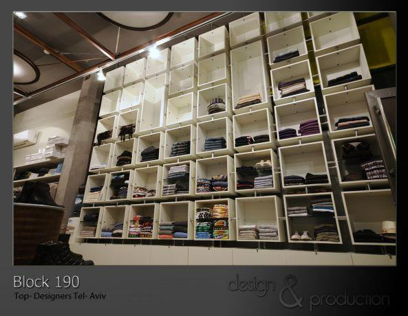 Block 190 חנות קונספט, דיזנגוף תל אביב. כוורת תצוגה רצפה- תקרה בגובה 4 מ' הממוקמת בכניסה לחנות. עוצב על ידי סטודיו ארטישוק.
