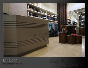 Block 190 חנות קונספט, דיזנגוף תל אביב. חביות נפט חלודות המשמשות לתצוגת נעלי מעצבים. עוצב על ידי סטודיו ארטישוק.