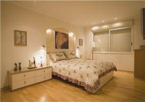 חדר שינה הורים - בית בהרצליה פיתוח בסגנון קלאסי חם