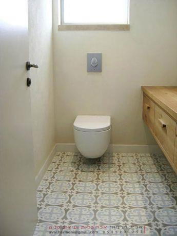 רצפה מצוירת בשירותי אורחים