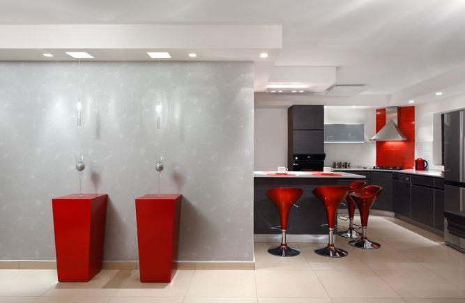 מטבח מודרני בצבעי שחור אדום