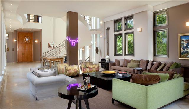 חלל מגורים בסביון סגנון מודרני אקלקטי