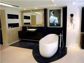 חדר שינה עם אמבטיה פתוחה