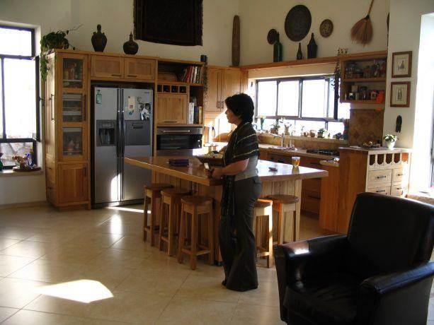 בית פרטי, מטולה - מטבח - טלי ארז וברק פורת אדריכלות
