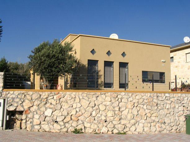 בית משפחת לאנג, מטולה - טלי ארז וברק פורת אדריכלות