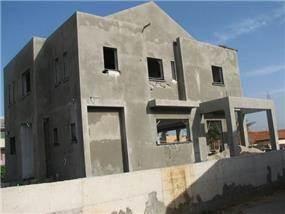 """בניית בית פרטי : מרתף  60 מ""""ר + 2 קומות  180 מ""""ר."""