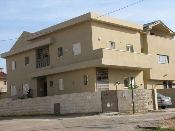 מבנה מגורים - מרתף + 2 קומות