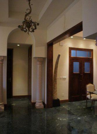 עיצוב כפרי למבואת כניסה בבית פרטי. תאופיק סלים אדריכלות ועיצוב פנים