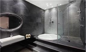 חדר רחצה בבית בוילה נובל, בעיצובו של אלדד מיטלמן