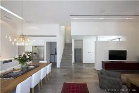 סלון ופינת האוכל, בית פרטי בנווה מונוסון, יעל שחר אדריכלים