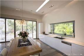 מטבח בבית פרטי בנווה מונוסון, יעל שחר אדריכלים