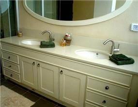 חדר אמבטיה בדירה בהוד השרון, עיצוב קרן מזור