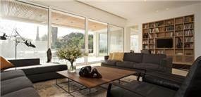 סלון בבית מגורים בשרון בתכנונה של אדריכלית ורד בלטמן כהן