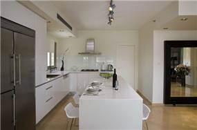 עיצוב מטבח - דירה באזורי חן | עיצוב: שמרית קאופמן - סטודיו פרטים