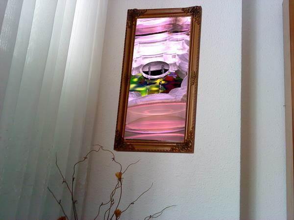 ציור אוירה בפינה בסלון.