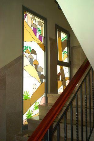 עיצוב חדר מדרגות בויטראז'ים.