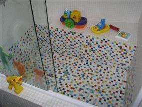 דירה ת''א - חיפוי פסיפס בחדר אמבטיה של ילדים