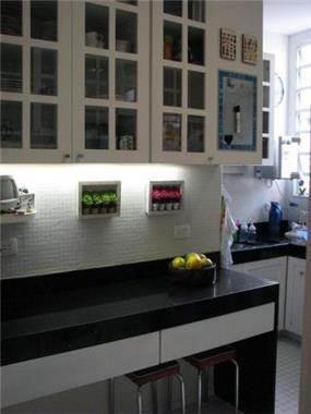 דירה ת''א - ארונות מטבח (תואמים לדלתות חדר עבודה)