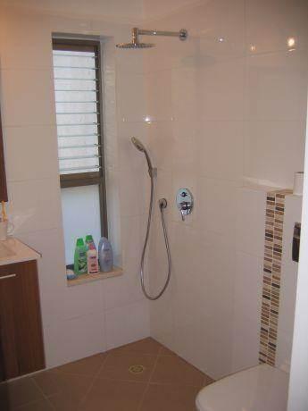 חדר שירותים ומקלחת בעיצוב שירי ברק