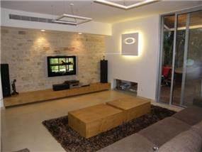 חדר מגורים בסגנון מודרני חם