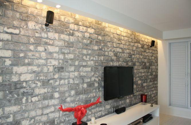 קיר אבנים לסלון, ענת רגב - אדריכלות אחרת
